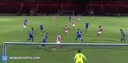 Enlace a GIF: ¿Es éste de hoy el mejor gol que ha marcado Bojan en su carrera?