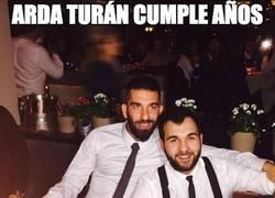 Enlace a Arda Turán cumple años y se ríe de todos