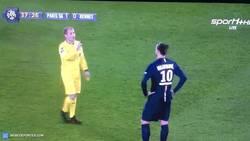 Enlace a GIF: Respeto al colegiado, nivel Ibrahimovic