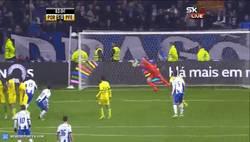 Enlace a GIF: Golazo de Tello, jugando cada vez mejor en la liga portuguesa