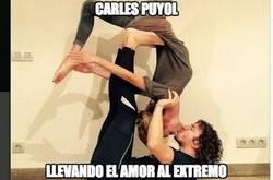 Enlace a Carles Puyol, llevando el amor al extremo