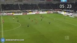 Enlace a GIF: El penalti más rápido de la historia, a los 8 segundos