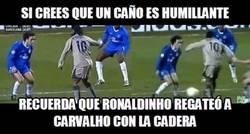 Enlace a El regate de Ronaldinho con la cadera sin mover nada más