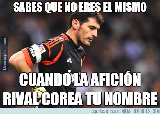 445399 - El Calderón ovacionando a Casillas