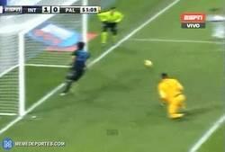 Enlace a GIF: Increíble fallo de Dybala ante el Inter a puerta vacía. ¿A quién te recuerda?