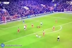 Enlace a GIF: Y cómo no, gol de Kane que pone las tablas en el marcador