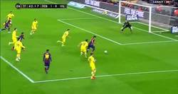 Enlace a GIF: Suárez lo hace todo bien, pero aún sigue gafado cara a gol