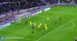 Enlace a GIF: ¡Gol de Iniesta!, le dura poco la alegría al submarino amarillo