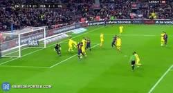 Enlace a GIF: ¡Gol de Piqué!, y se complican las cosas para el Villarreal
