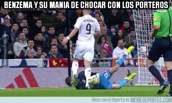 448911 - Benzema y su manía de lesionar a porteros