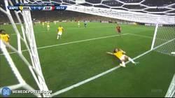 Enlace a GIF: David Luiz aún vive de aquella salvada. ¿Sobrevalorado?