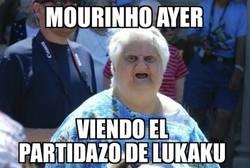 Enlace a Mourinho viendo el partidazo de lukaku