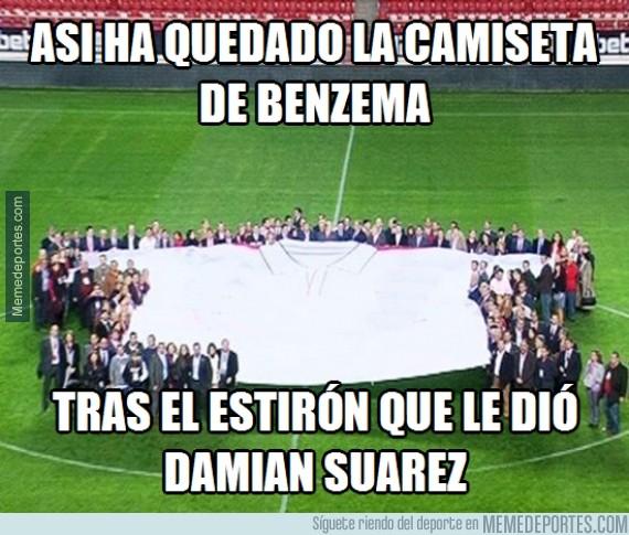 455137 - La camiseta de Benzema tras el tirón de Damián