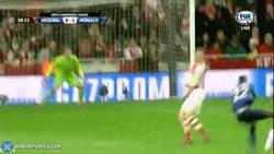Enlace a GIF: DIRECTO: Salta la sorpresa ¡Golazo de Kondogbia que abre la lata en el Emirates Stadium!