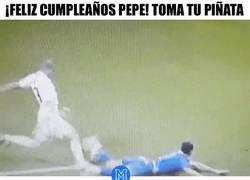 Enlace a GIF: ¡Feliz cumpleaños Pepe! Dale caña a tu piñata