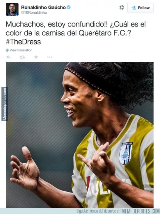 459428 - MUY TOP. El gran Ronaldinho se une a la moda del color del vestido