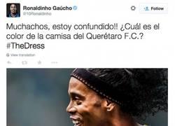 Enlace a MUY TOP. El gran Ronaldinho se une a la moda del color del vestido