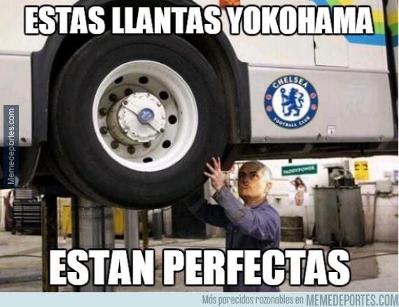 461169 - Mourinho disfrutando de su nuevo patrocinador