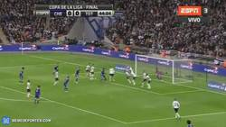 Enlace a GIF: Gol de Terry, se adelanta el Chelsea en la final (1-0)