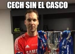 Enlace a Cech sin el casco