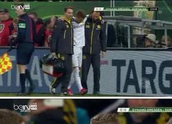 Enlace a GIF: Fans del Borussia con la nueva lesión de Reus