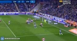 Enlace a GIF: Gol de el Athletic que tiene ya pie y medio en la final