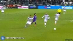 Enlace a GIF: El sprint de Salah hoy, impresionante