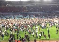 Enlace a GIF: Y esta es la celebración en Villa Park tras clasificarse para Semifinales de la #FACup