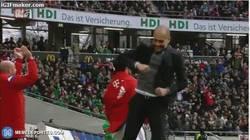 Enlace a GIF: Guardiola plagiando a Klopp en sus celebraciones