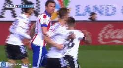 Enlace a GIF: Un 9 normal entraría a buscar el gol, a esto entra un 9 de Simeone