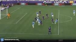 Enlace a GIF: El primer gol de la franquicia del NY City, lo metía Diskerud tras pase de Villa