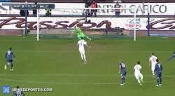 Enlace a GIF: El gol de Icardi vacilando a lo Panenka