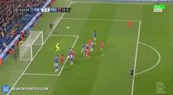 Enlace a GIF: Gol de Thiago Silva, que salva los muebles tras haber metido la pata