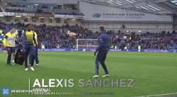 Enlace a GIF: Atención a lo que hace Alexis Sánchez con el balón. Al más puro estilo Ronaldinho