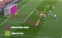 Enlace a Özil es de esos jugadores que ve diferente el fútbol