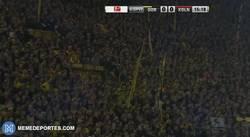 Enlace a GIF: Espectacular ambiente en el Signal Iduna Park, como siempre.