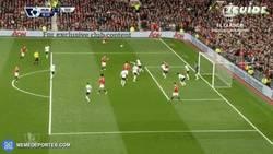 Enlace a GIF: Buen gol de cabeza de Carrick