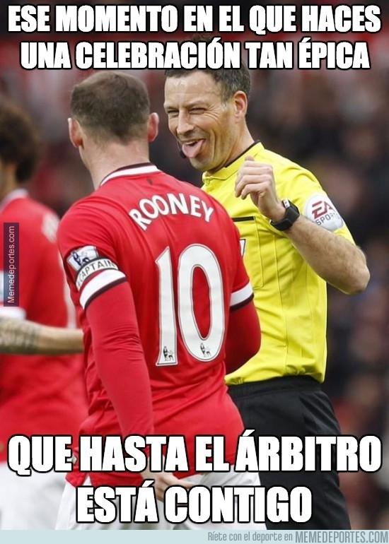 477703 - Hasta al árbitro le ha gustado la celebración de Rooney
