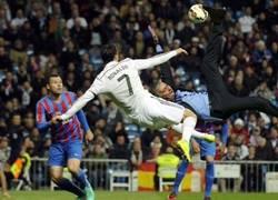 Enlace a Mourinho enseña a Cristiano a hacer chilenas