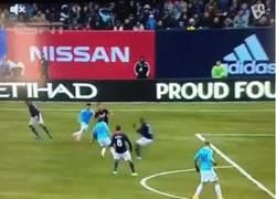 Enlace a GIF: Primer gol de Villa con NY City en partido oficial