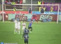 Enlace a GIF: Golazo de Drenthe en la liga turca, quien tuvo retuvo