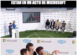 Enlace a Están en un acto de Microsoft