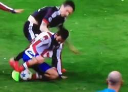 Enlace a GIF: Esto es el Atlético, no se da ningún balón por perdido