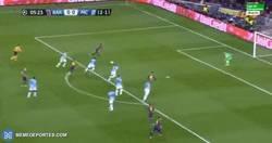 Enlace a GIF: ¡Qué poco ha faltado! Neymar al palo