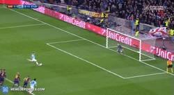 Enlace a GIF: Ter Stegen ataja el penalti