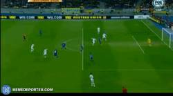 Enlace a GIF: Golazo de Yarmolenko vs Everton