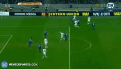 Enlace a GIF: Así ha sido el gol de Gusev ¡Goleada al Everton! (4-1)