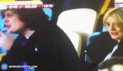 Enlace a GIF: Aficionado del Everton rompe a llorar tras ver perder a su equipo