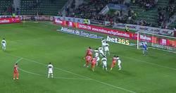 Enlace a GIF: Así fue el golazo de Otamendi ante el Elche. Menudo fichaje ha hecho el Valencia