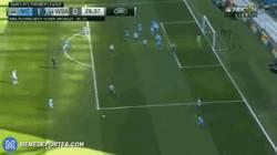 Enlace a Así ha sido el primer gol de Bony con el Manchester City
